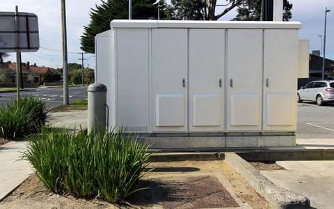 Outdoor power cabinet, indoor communications cabinet