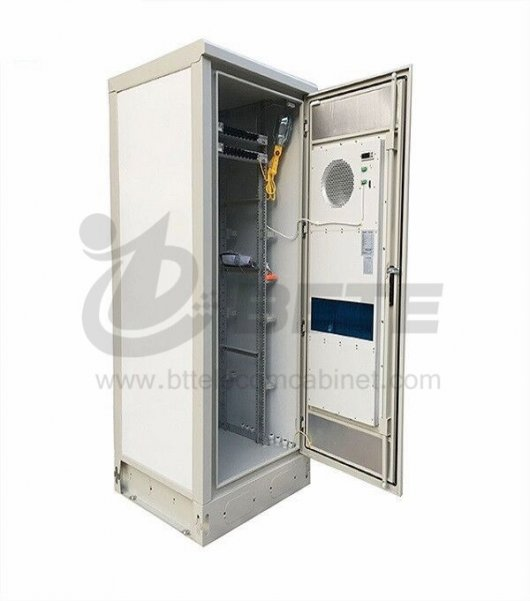 42U Outdoor Telecom Cabinet 48V LED Outdoor Enclosure Heat Insulation
